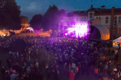 concert de nuit devant de nombreux spectateurs